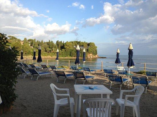 Hotel Villa Domizia: The beach