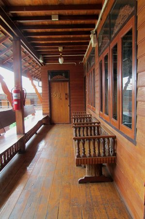 Bua Khao : accesso alle camere 13 e 15