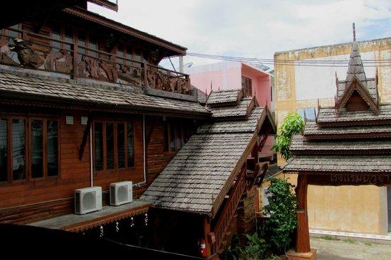 Bua Khao : facciata interna e cortile
