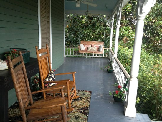 Holly House of Hamilton : Lovely Front Porch~the perfect place for a glass of wine in the evening. :)