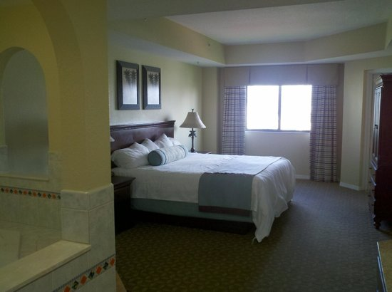 Wyndham Sea Gardens: Master bedroom with jacuzzi