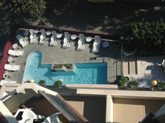 Hotel Bikini : Piscina dall'alto