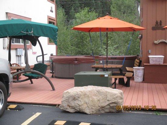 Hot Springs Inn : hot tubs