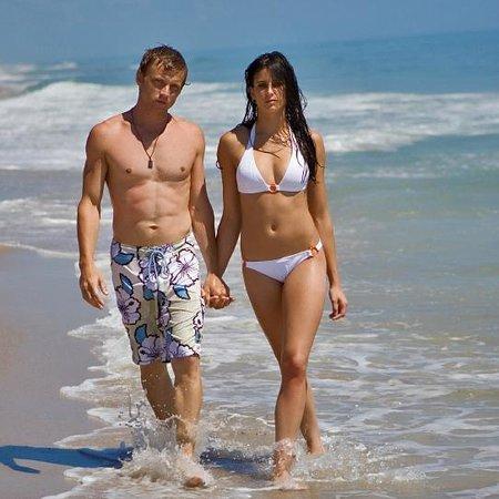 Ocean Beach Motor Lodge : Walking on the Beach