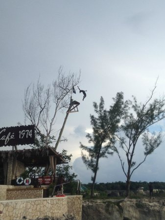 Reggae Tours: Rick's Cafe- Diver in mid-air