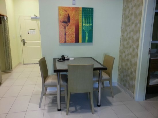Home2 Suites Charleston Airport / Convention Center : Sitting area