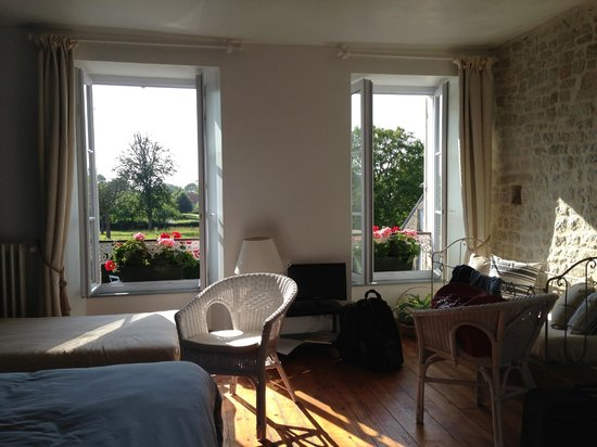 Domaine de la Cour Vautier : Other view of bedroom with double bed and single bed