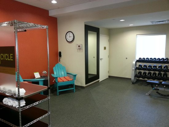 Home2 Suites Charleston Airport / Convention Center: Work out area