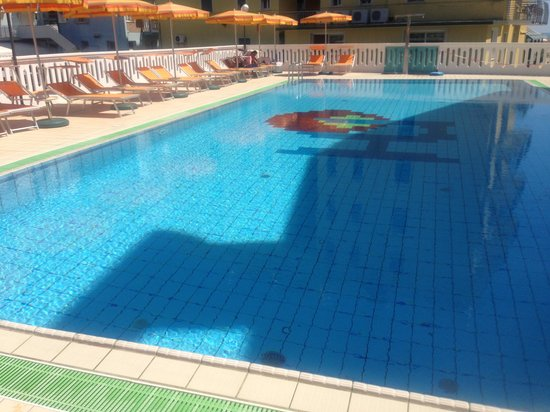 Hotel Universal : piscina