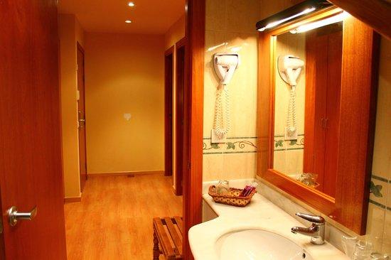 Hotel Saurat: Baño Habitación Familiar