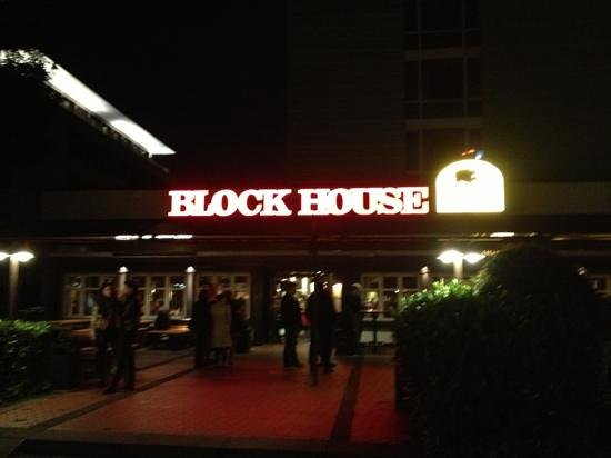 Block House Frankfurt-Westend : line up or a table