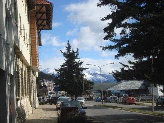 Hotel Tres Reyes: Vista saindo do hotel à esquerda