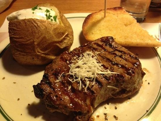 Block House Frankfurt-Westend: ribeye steak with baked potato