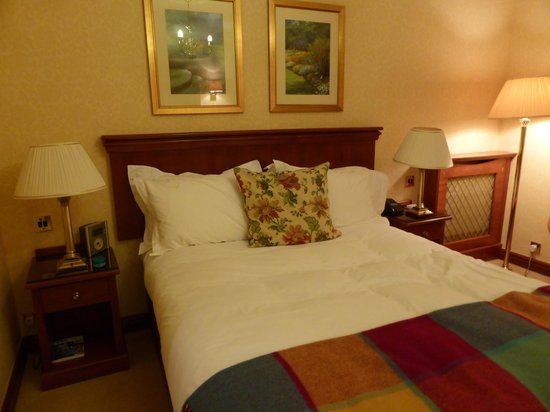 The Parkway Hotel & Spa: The bed was very comfortable