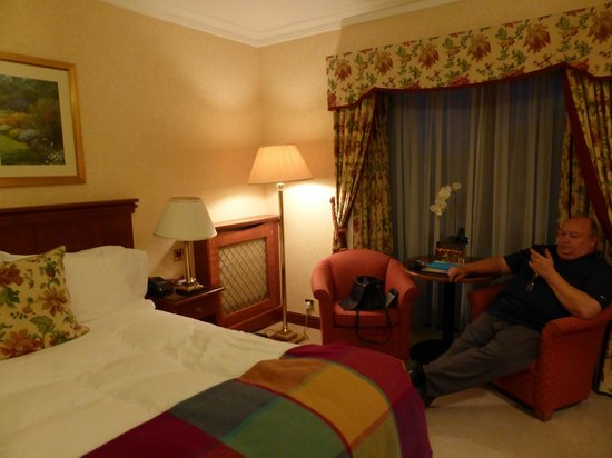 The Parkway Hotel & Spa: The whole room was very tastefully decorated.