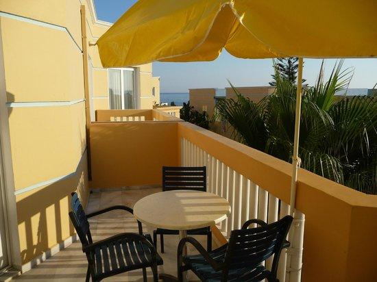 فيوتورا هوتل: Just part of our huge balcony