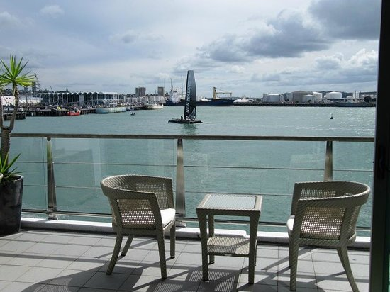 Auckland Waterfront Serviced Apartments: Team NZ in training