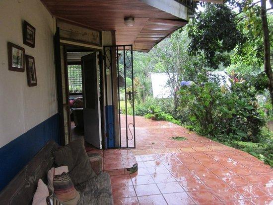 Arilapa Bed & Breakfast: 1st Floor Porch