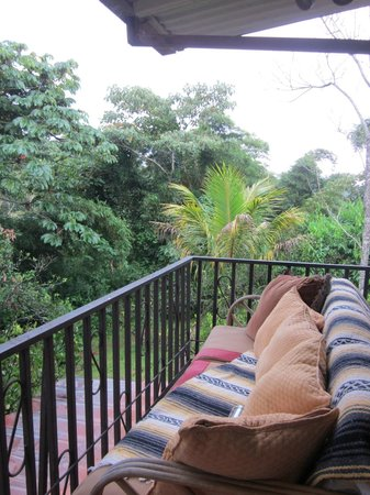 Arilapa Bed & Breakfast: Balcony (couch for lounging)