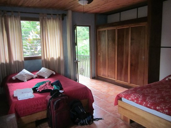 Arilapa Bed & Breakfast: Bedroom (with 2 queen beds)