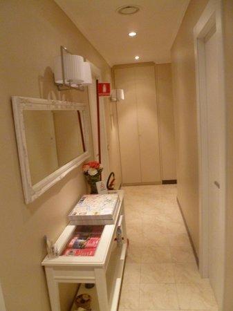 Hotel Alius: Hallway to my room