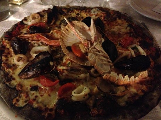Turate, Italia: Fish Fantasy Pizza