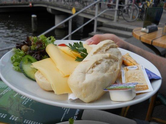 Aran Irish Pub: Holland Cheese sandwich