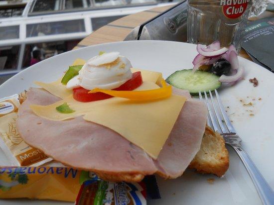 Aran Irish Pub: Ham and cheese croissant with boiled egg
