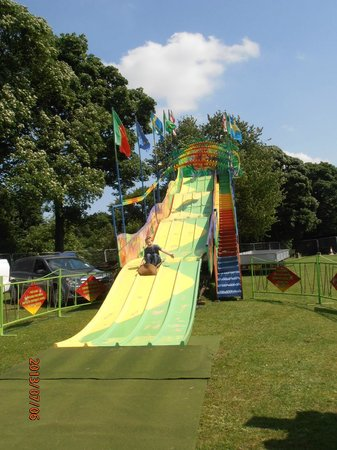 Graves Park : slide at the cliff hanger