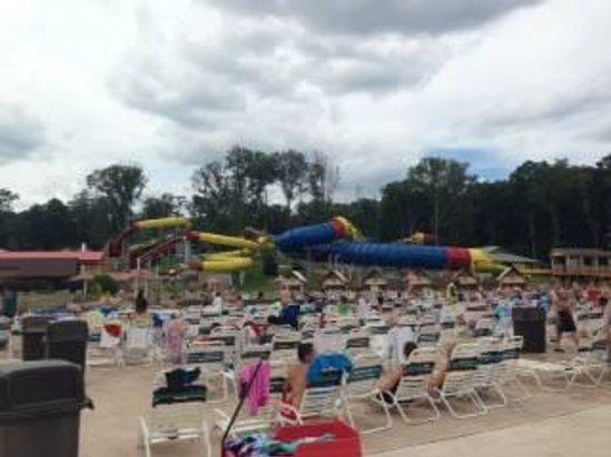 Holiday World & Splashin' Safari : 波プールとスライダー