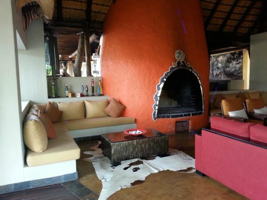 Vuyatela Lodge & Galago Camp: living room