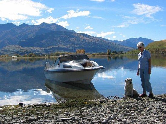 Lake Wanaka Homestay: Boating on Lake Wanaka