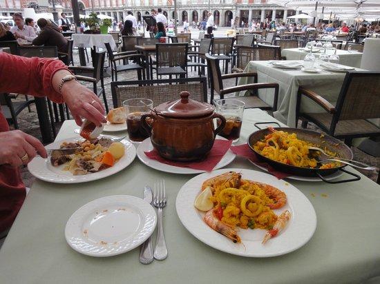 Los Galayos : Paella de Mariscos and Cocido Madrileño de la Casa en Puchero de Barro