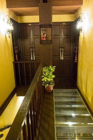 Old Capital Bike Inn: hallway