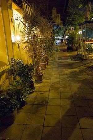 Old Capital Bike Inn: street outside