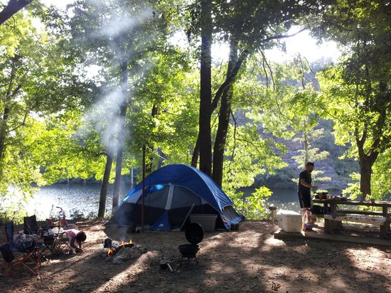 Beavers Bend Resort Park: camping on the river