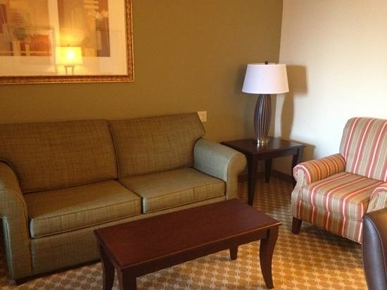 Country Inn & Suites by Radisson, College Station, TX: suite living area