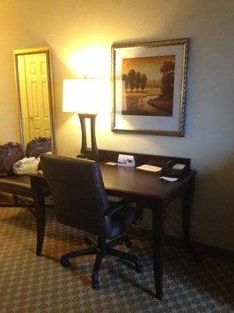 Country Inn & Suites by Radisson, College Station, TX : desk/ work station