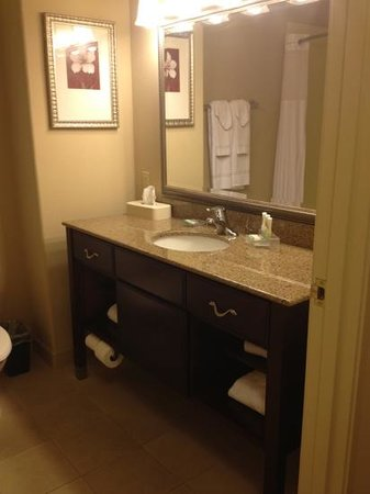 Country Inn & Suites By Carlson, College Station: not so clean bathroom