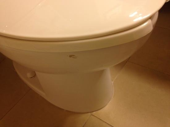 Country Inn & Suites by Radisson, College Station, TX : stain on toilet