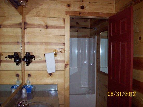 Pinewood Cabins : bathroom