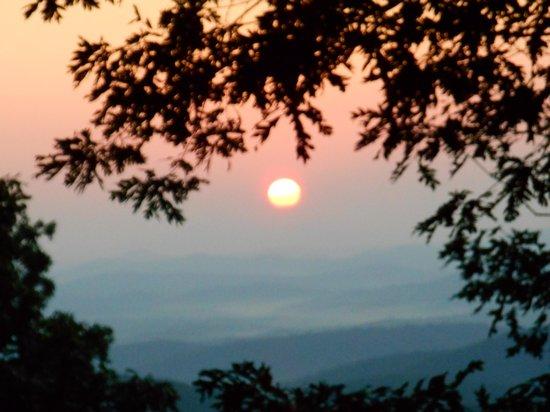 Len Foote Hike Inn: September Sunrise at the Hike Inn