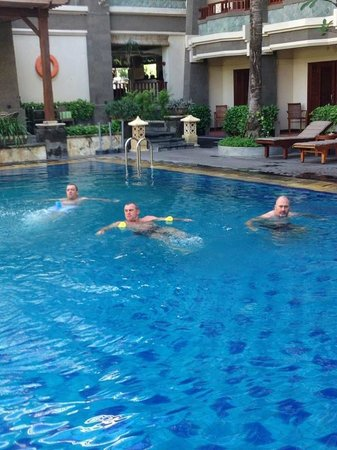 The Vira Bali Boutique Hotel & Suite : Telly tubbies in the pool