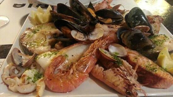 Restaurant Núria: grill seafood of Nuria