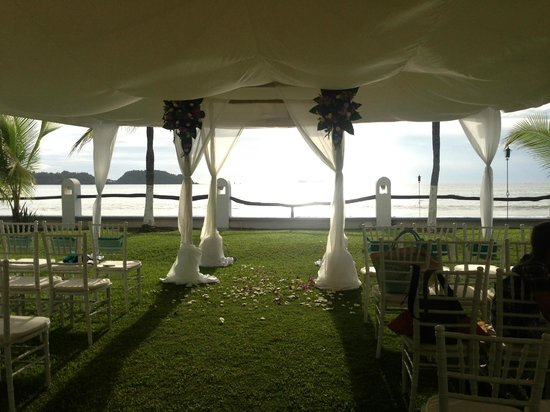 Bahia del Sol Beach Front Hotel & Suites: My friend's wedding set-up!  So pretty!