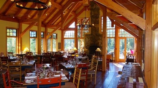 Cathedral Mountain Lodge: salle a manger
