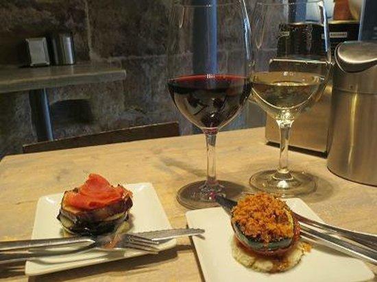 Plaza 23 restaurante: タパスとワイン