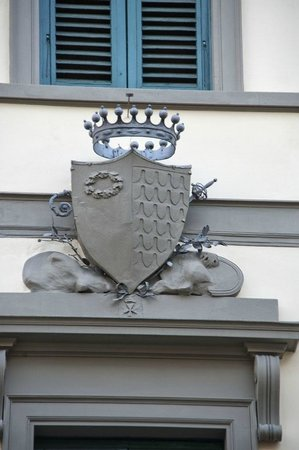 The crest above Hotel Casci - a Medici family relative