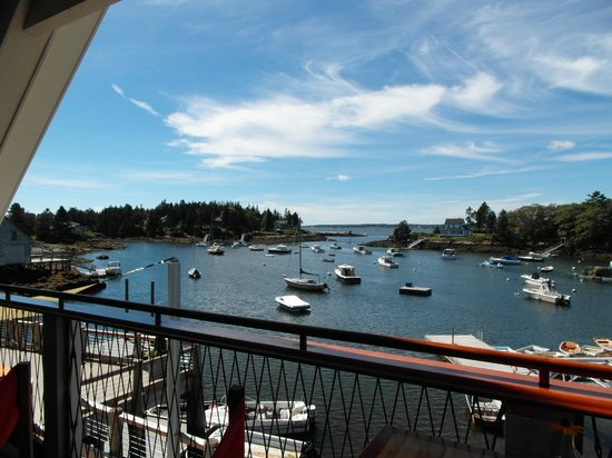 Oliver's at Cozy Harbor: beautiful views looking out