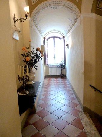 Antica Residenza Cicogna hallway
